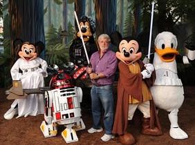 LUCAS Y LA TROUPEDISNEY. En 2012, la compañía compró al cineasta su imperio y la marca Star Wars.