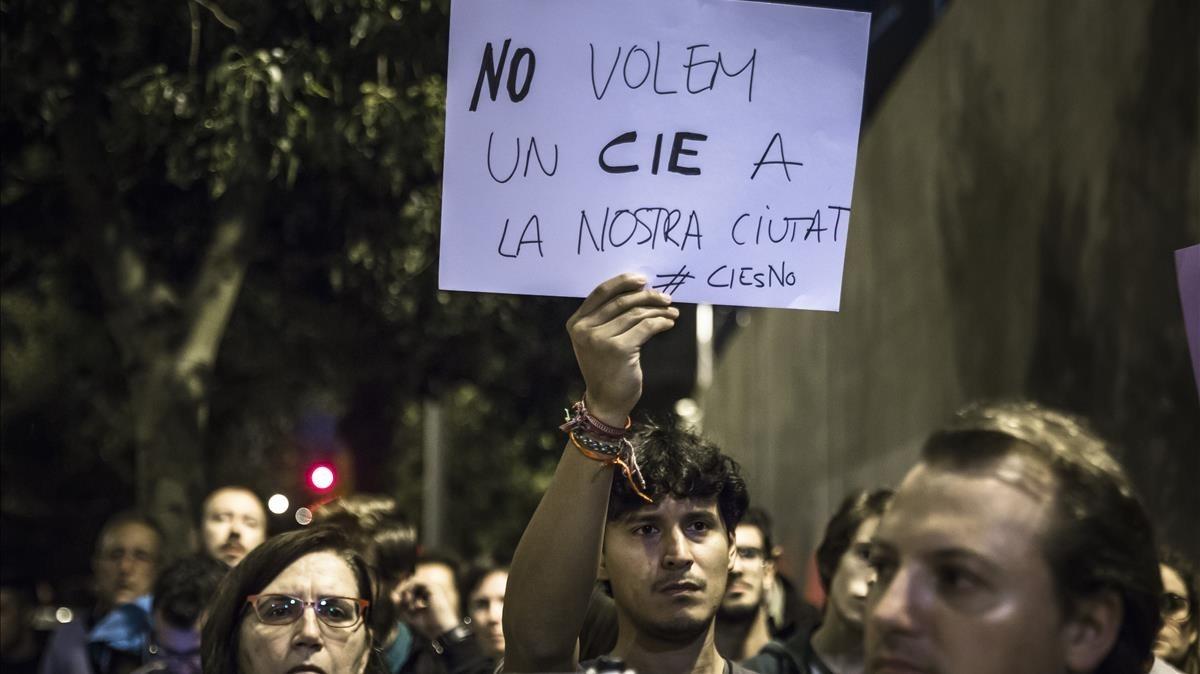 Manifestación contra los CIE en Valencia, en noviembre del 2016.