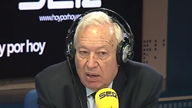 """El exministro de Asuntos Exteriores, José Manuel García-Margallo, aseguró en una entrevista en la Cadena Ser que él estaba """"dispuesto a seguir"""" como ministro, pero, añadió que probablemente se haya entendido que Alfonso Dastis """"encajaba mejor en el perfil del nuevo Gobierno""""."""