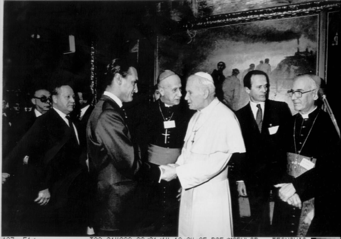 El papa Juan Pablo II recibe a Mario Conde, tras un coloquio sobre capitalismo y ética celebrado en enero de 1992.