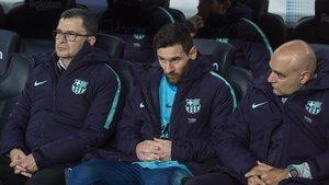 Messi, en el banquillo, en la primera parte del Barça-Madrid de Copa.