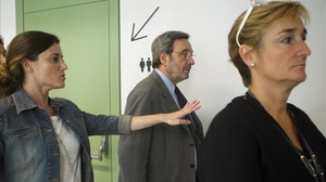Narcís Serra dirígiéndose a declarar, en el 2013.