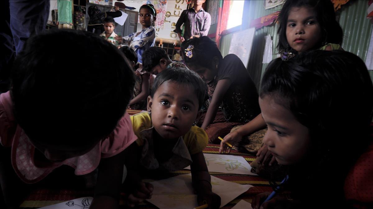Niños rohinyás refugiados en Coxs Bazar (Bangladés).