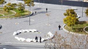 Nueva plaza del Moviment Obrer, en la esquina del paseo de la Zona Franca con la calle del Foc.