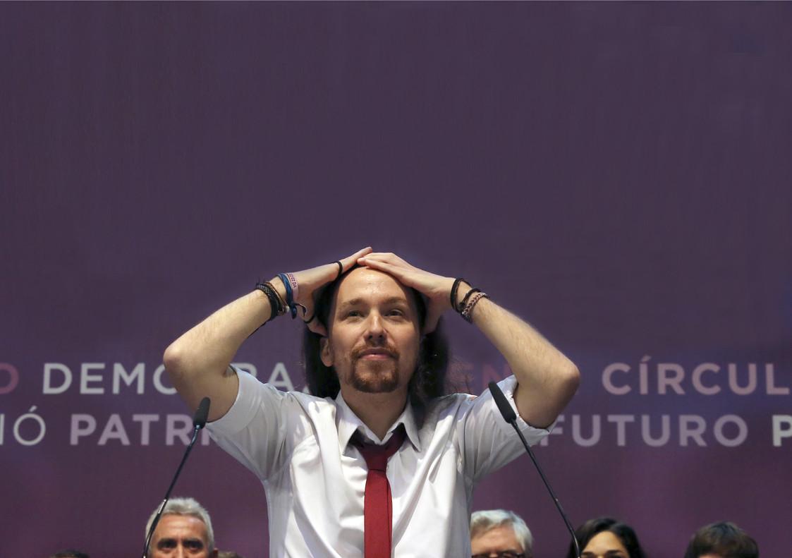 Pablo Iglesias, en el escenario de Vistalegre 2 tras conocer su victoria.