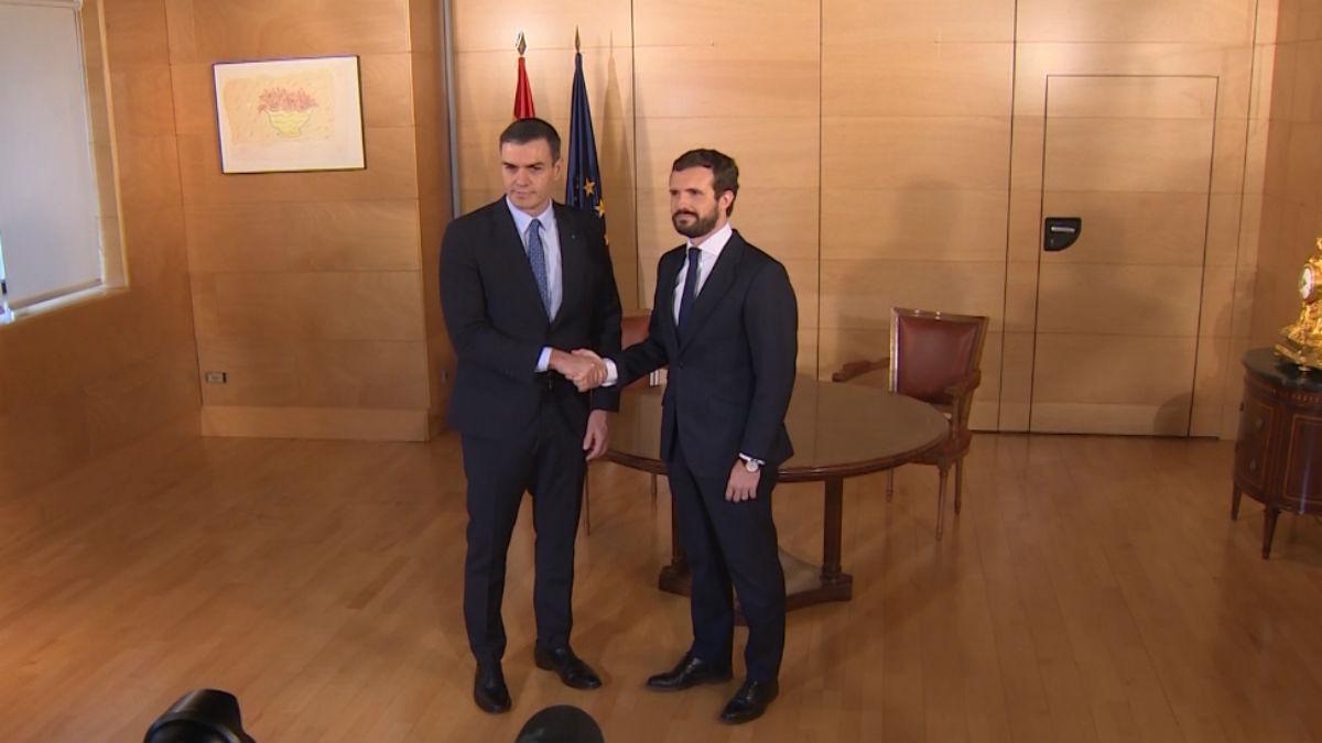 Pedro Sánchez y Pablo Casado en un anterior encuentro.