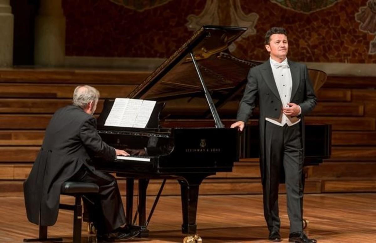 Piotr Beczala y el pianista Helmut Deutsch, en el Palau de la Música.