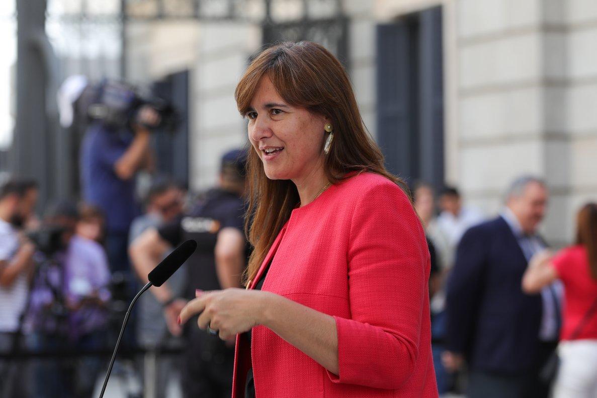 25/07/2019 La portavoz de Junts per Cataluña en el Congreso, Laura Borrás, atiende a los medios de comunicación, a las puertas del Congreso de los Diputados, horas previas a la segunda votación para la investidura del candidato socialista a la Presidencia del Gobierno.