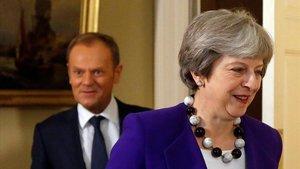 La primera ministra británica,Theresa May, junto al presidente del Consejo Europeo,Donald Tusk, el pasado mes de marzo en Londres.