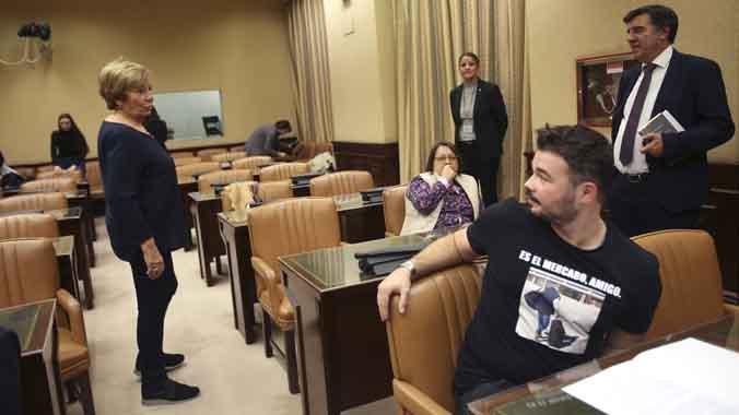 Rifirrafe entre Villalobos y Rufián en la comisión de investigación de la financiación del PP en el Congreso.