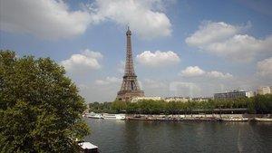 Imagen del río Sena con la Torre Eiffel al fondo.