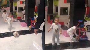 Pluja de crítiques a Cristiano Ronaldo per no passar-li la pilota a la seva filla | Vídeo