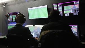 Utilización del VAR en un partido de la Copa francesa enter el Niza y el Mónaco.