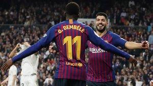 Dembélé y Suárez celebran uno de los goles del Barça.