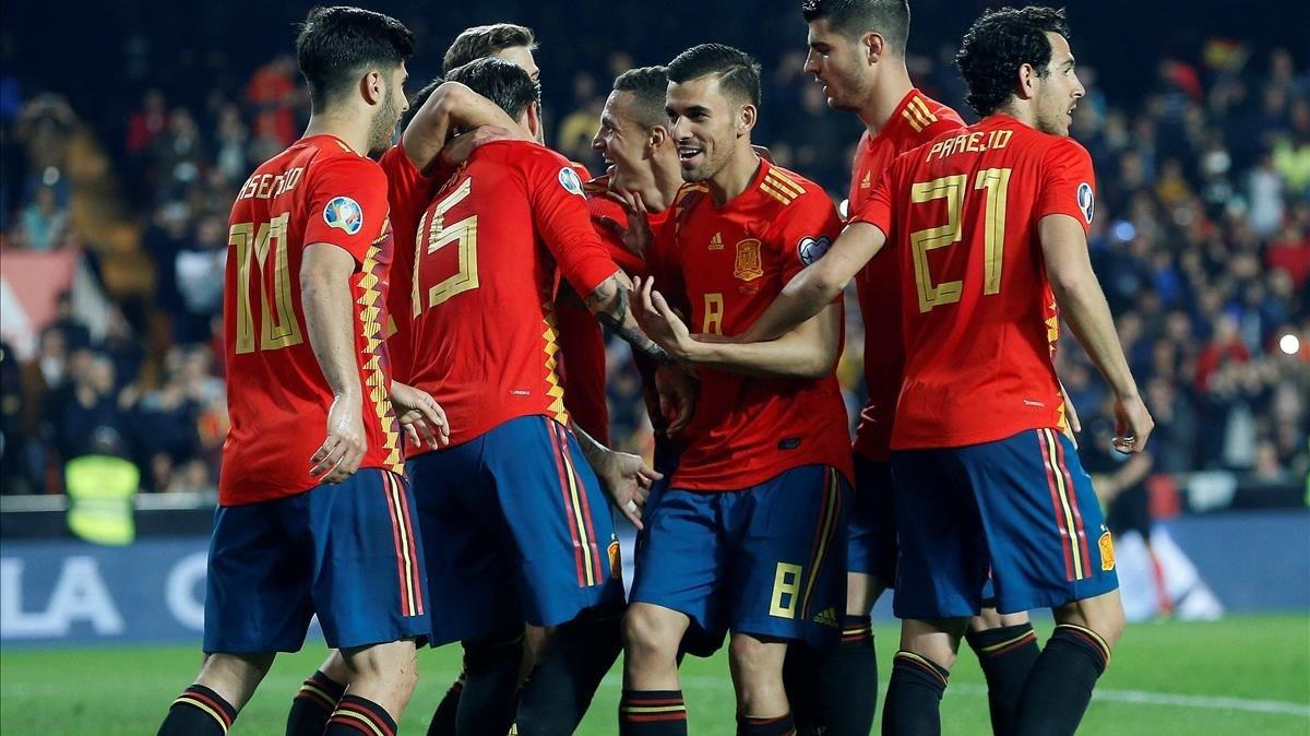 El seleccionado español festeja el segundo gol en el partido ante Noreuga.