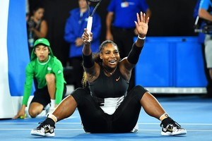 Serena Williams celebrando un punto.