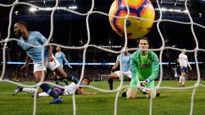 Sterling celebra el segundo gol del City al Bournemouth.