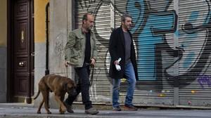 Javier Cámara y Ricardo Darín, con el perro Truman, en una escena de la película.