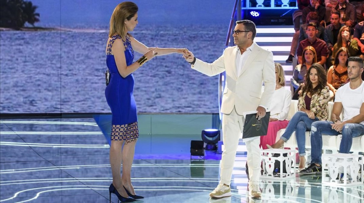 Sandra Barneda y Jorge Javier Vázquez, presentadores del 'reality show' de Tele 5 'Supervivientes'.