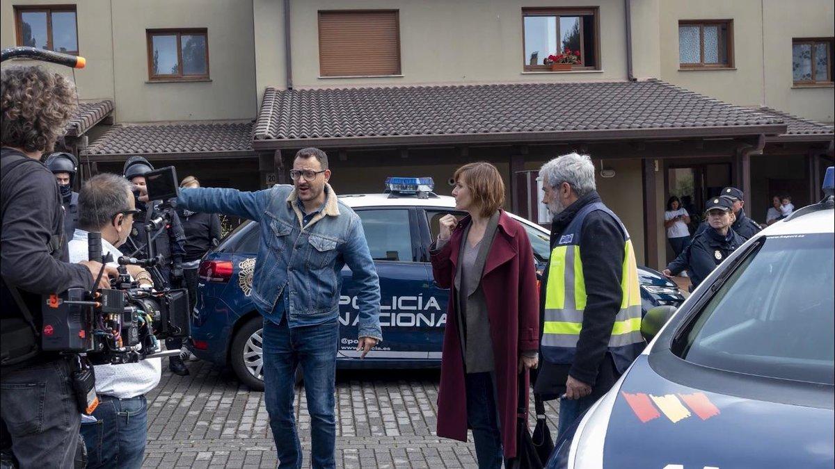 Dani de la Torre (en el centro) dando instrucciones al equipo.