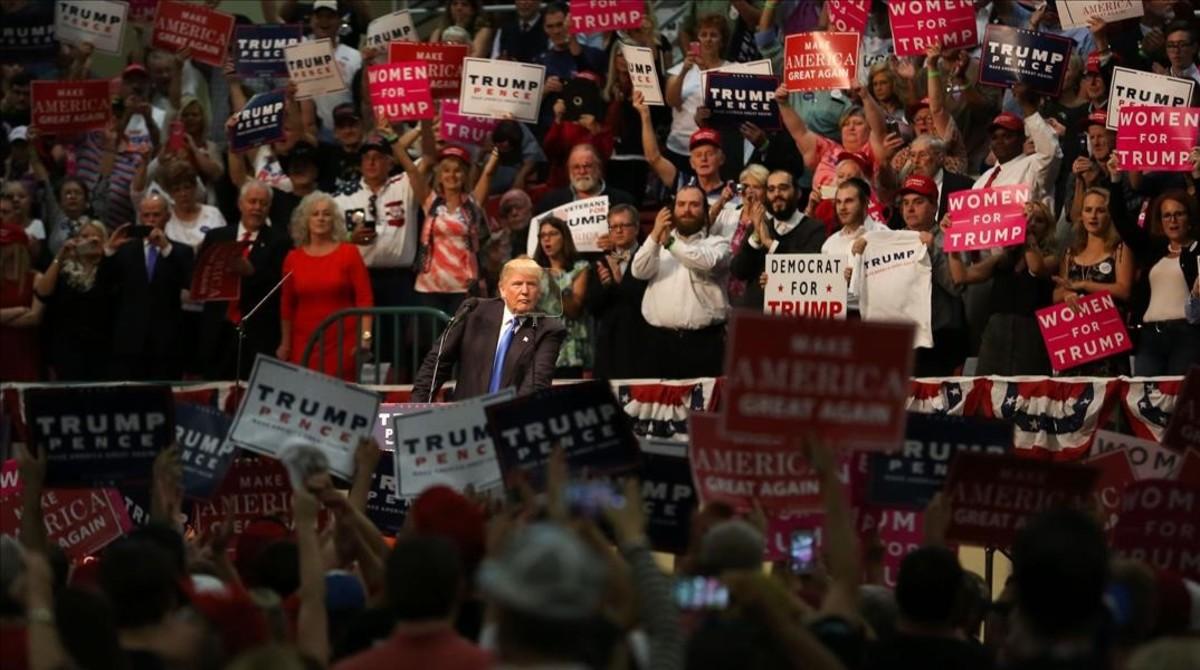 Trump habla en un mitin electoral en Concord (Carolina del Norte), el 3 de noviembre.