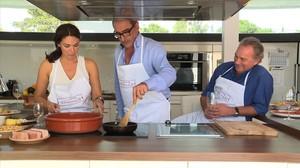 Carlos Herrera y Bertín Osborne, con la mujer de este último en En la tuya o en la mía.
