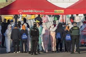 Carpa de la Cruz Roja en el puerto de València instalada para atender a los inmigrantes de la flotilla del Aquarius.