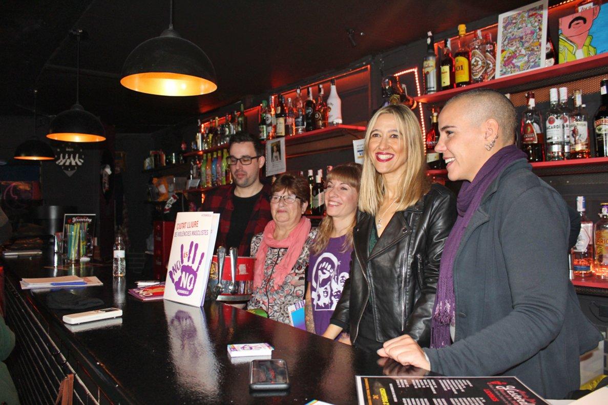 Presentación de la 'Red Violeta' en el bar Yesterday.