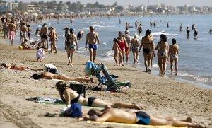 La Diputació destina 830.000 euros als municipis costaners per garantir la seguretat de les platges