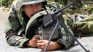 Un militar filipino en la ofensiva para reconquistar Marawi.