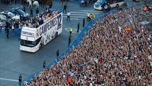Celebraciones de los aficonados en 2017 tras la victoria del Real Madrid en la Champions.