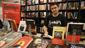 Miguel Ángel Díaz, el librero de Som Negra, en la inaguración del local, en septiembre del 2017.