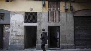 La plaga de narcopisos se ha cebado especialmente en losedificios 8 y 10 de la calle Reina Amalia.