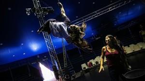 Taller de circo para madres y sus hijas adolescentes en Sabadell.