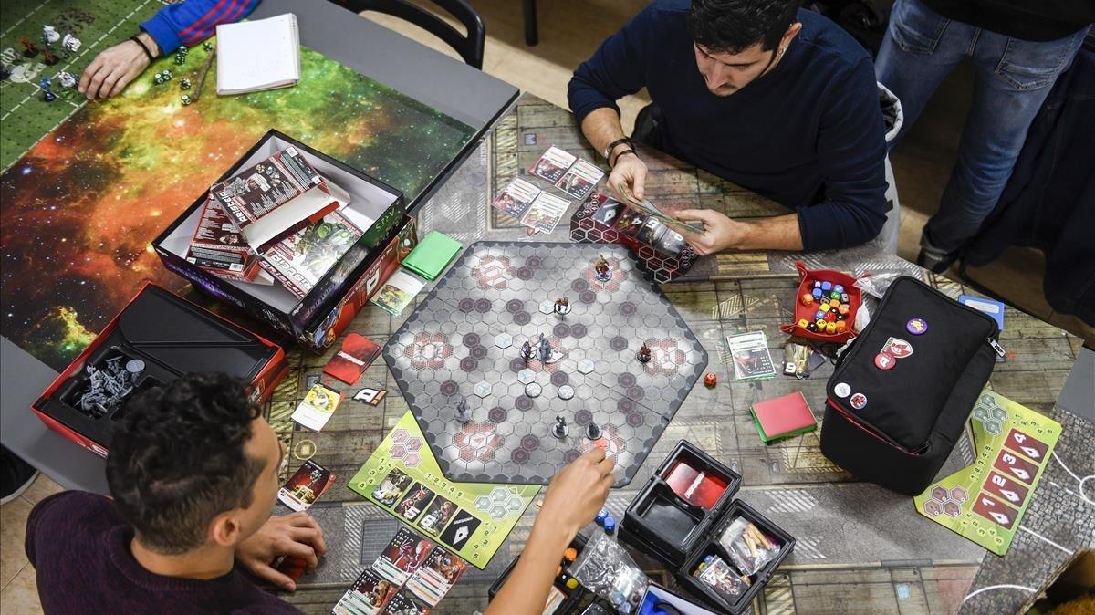 Partida de 'Aristeia!' en Goblin Trader. Se puede ir a jugar cualquier día de la semana y organizan ligas y torneos.