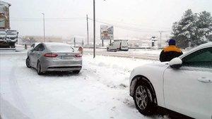 Vehículos atrapados en eltemporal de nieve esta semana.