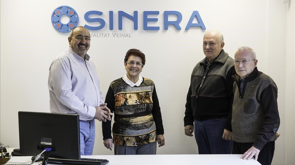 Pura Velarde y otros tres miembros de la junta de la Mutualidad Sinera de previsión social con sede en Cornellà de Llobregat.