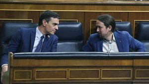 El presidente del Gobierno, Pedro Sánchez, y el vicepresidente del Ejecutivo, Pablo Iglesias, en el Congreso.