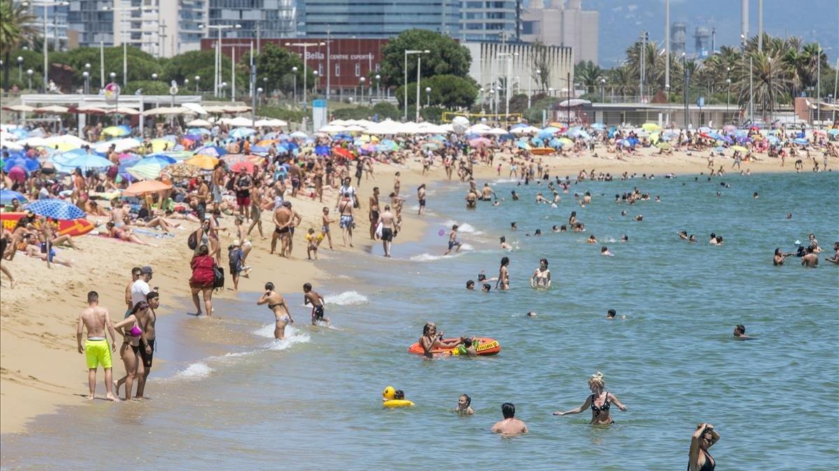 La playa el Bogatell, el a princioios dejulio.