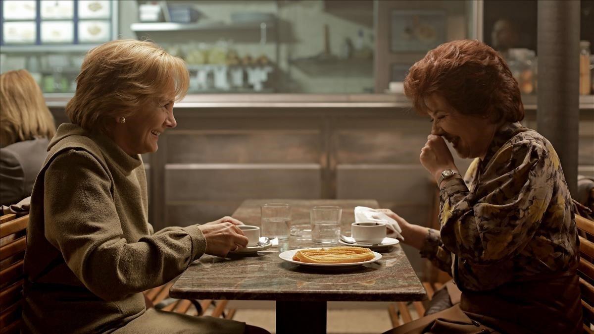 Elena Irureta (Bittori) y Ane Gabarain (Miren) en una escena de 'Patria'.