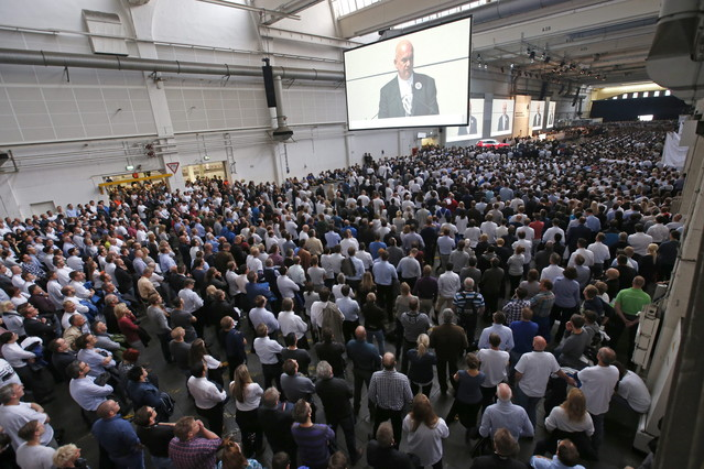 Asamblea de trabajadores en la sede de Volkswagen.