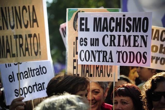 Varias pancartas contra la violencia machista en la manifestación de Madrid.