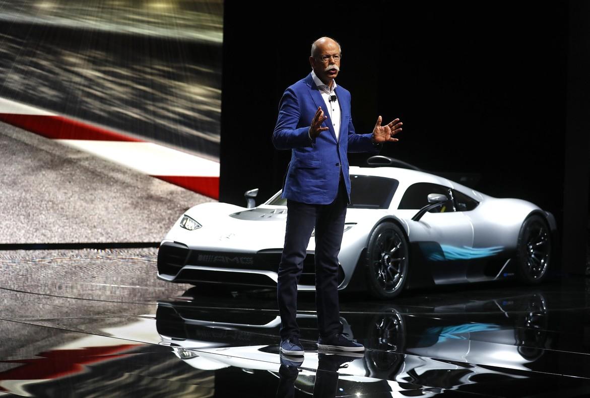 El presidente de Mercedes, Dieter Zetsche, presenta el Project One.