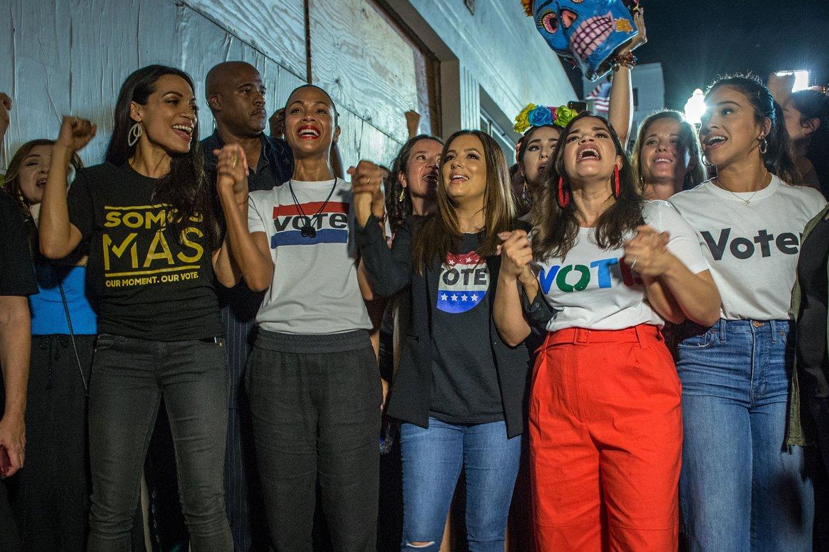 MIAMIESTADOS UNIDOS De izquierda a derechalas actrices y activistas Rosario DawsonZoe SaldanaEva LongoriaAmerica Ferrera y Gina Rodriguez participan en el eventoLatinas en Marchaa traves del cual se anima a las mujeres hispanas de Estados Unidos a que voten en las elecciones legislativas del 6 de noviembreEFE Giorgio Viera