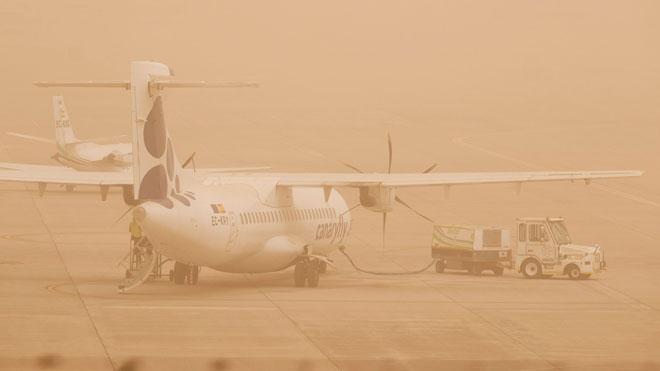 La pols africana i el fort vent col·lapsen les Canàries
