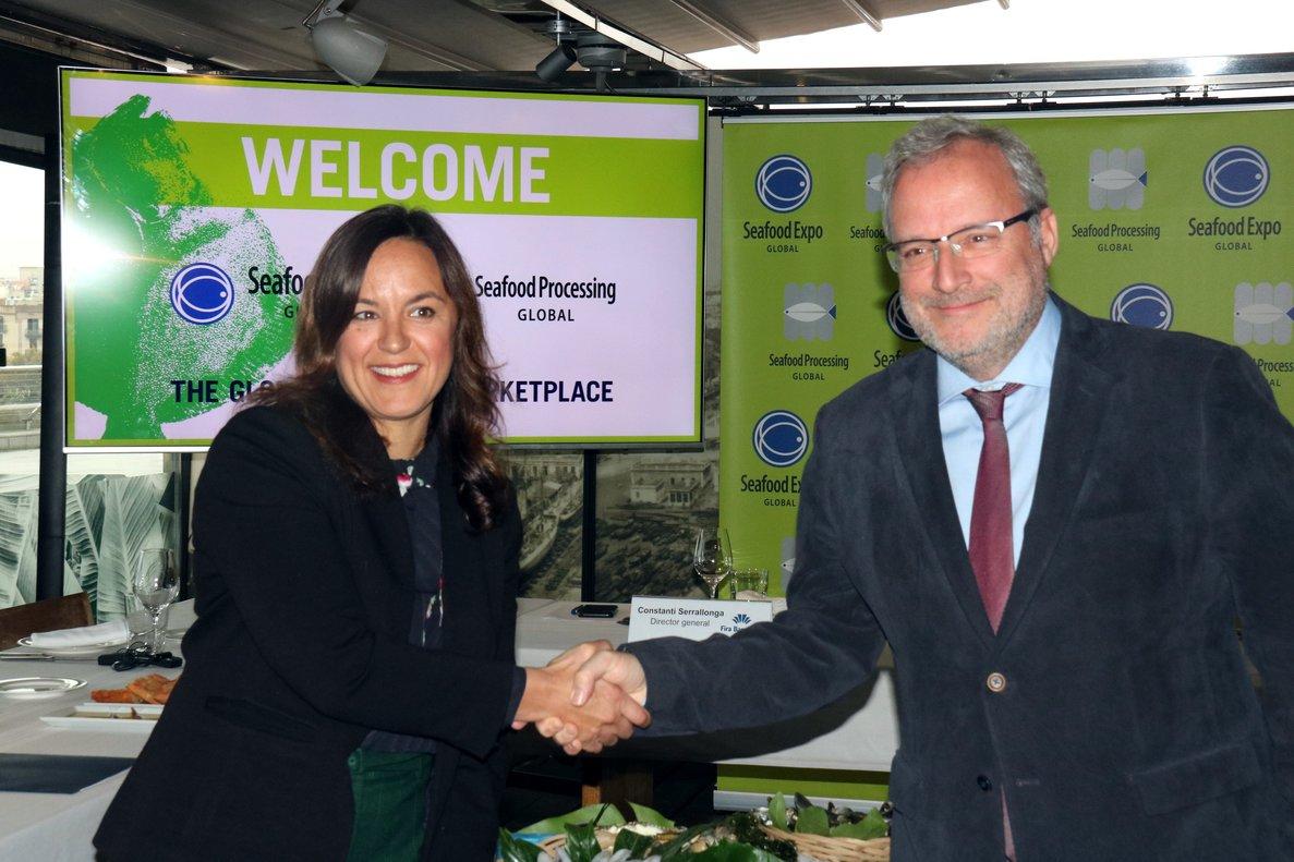 Liz Plizga, y el director general de Fira de Barcelona, Constantí Serrallonga, durante la presentación de la feria Seafood Expo Global.