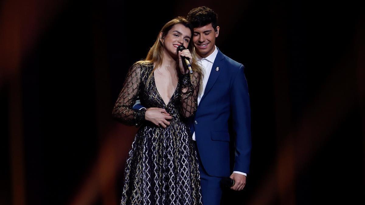 Amaia y Alfred, durante su ensayo en el Altice Arena de Lisboa este domingo.