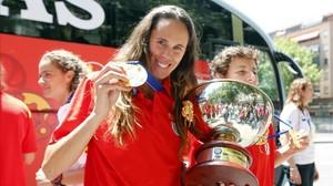 Amaya Valdemoro llueix la medalla d'or que va guanyar Espanya en l'últim Europeu.