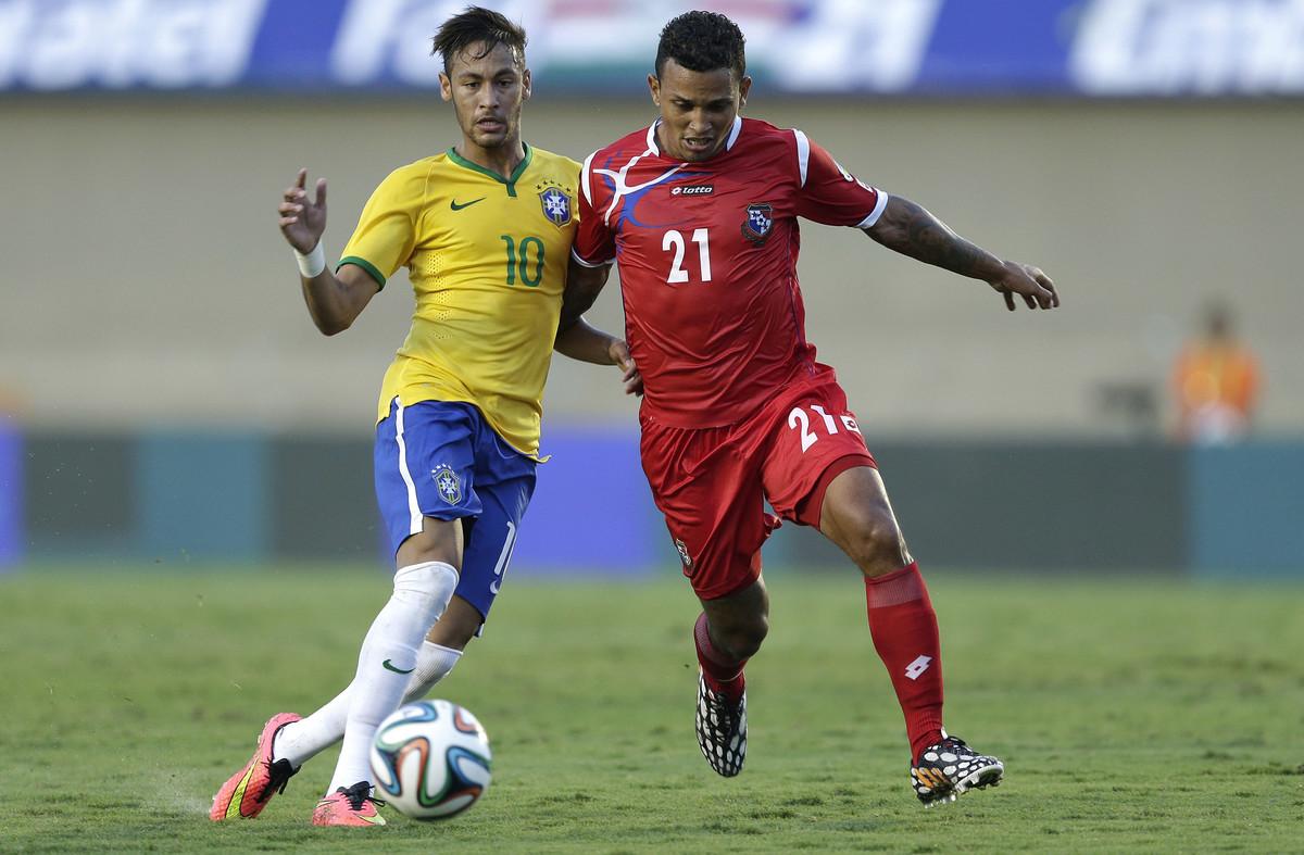 Amílcar Henríquez junto a Neymar.