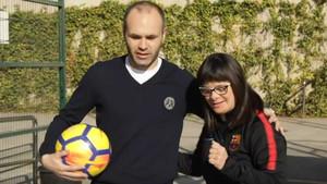 Andrés Iniesta y Anna Vives, en el primer capítulo de la serie 'La empresa más loca del mundo'.